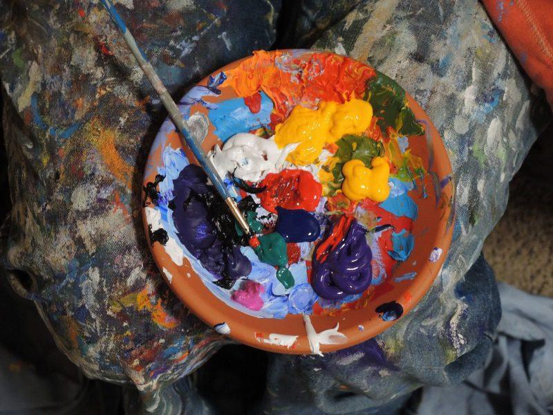 絵具に塗れたパレット