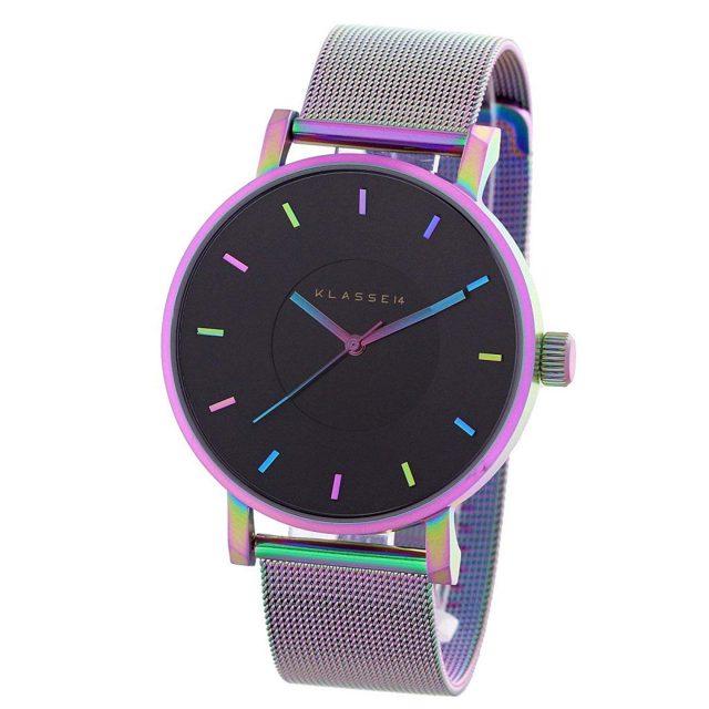 虹色のグラデーションに輝く腕時計
