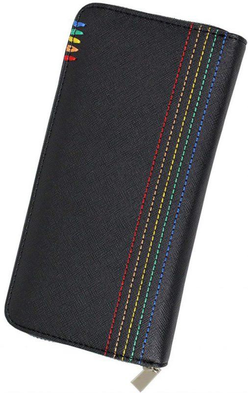 黒地に虹色のステッチが施されている長財布