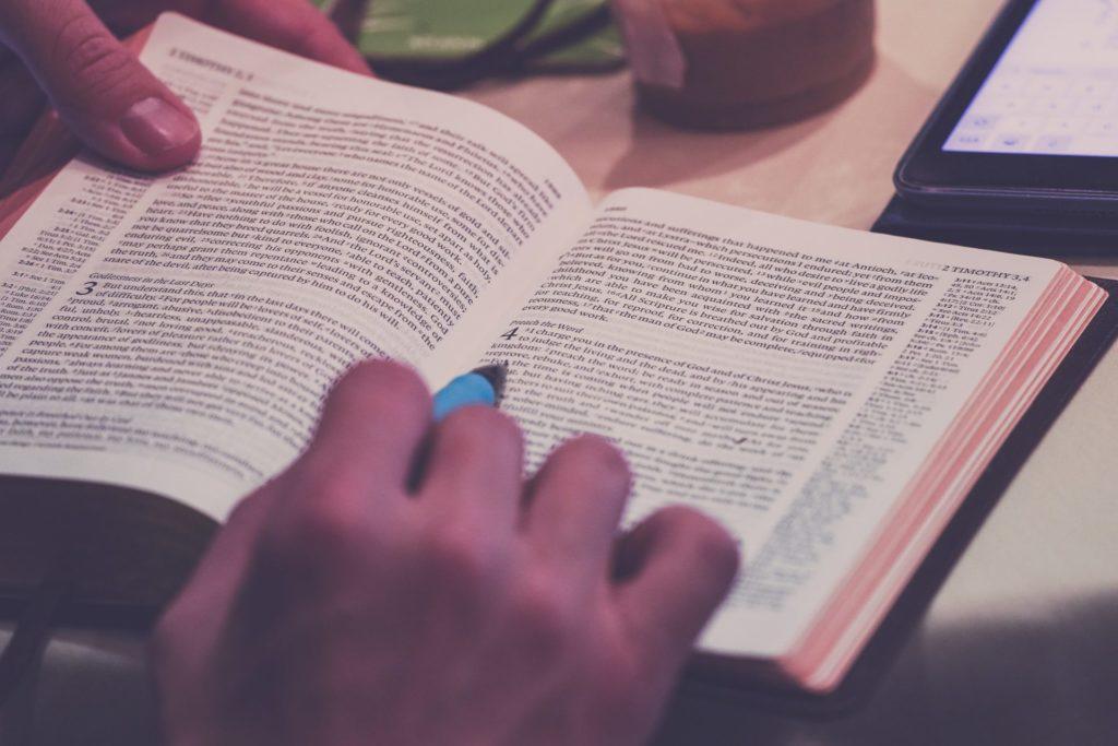 難解な本を読み解く姿
