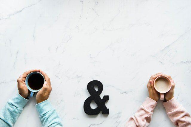 コーヒーで温まる二人