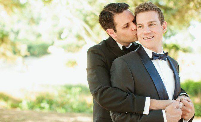 結婚式の男性カップル