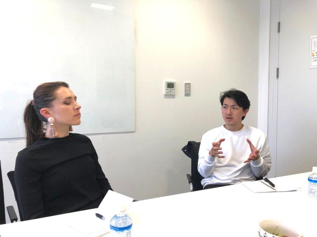会話するShigehumiさんとAngelaさん