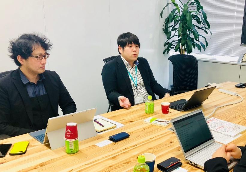 長沼さんと高橋さんが話している画像