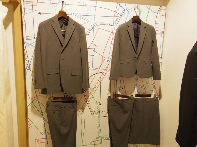 陳列されたスーツの画像