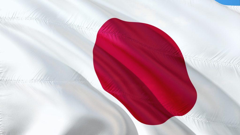 日本の国旗がはためている画像