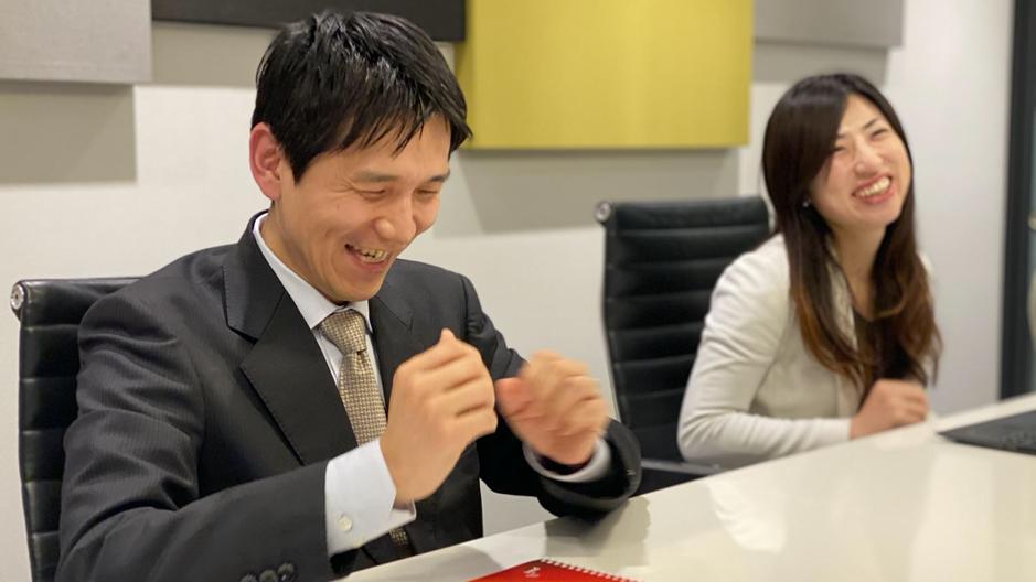 武田さんと平田さんが笑っている画像