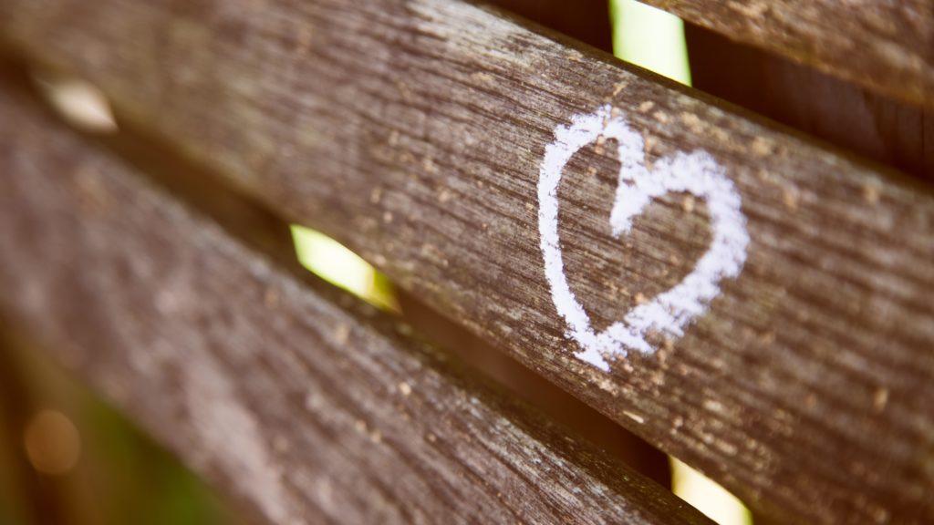 木の板に書かれたハート